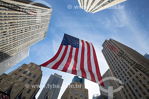 Bandeira dos Estados Unidos da América no Rockefeller Plaza  - Cidade de Nova Iorque - Nova Iorque - Estados Unidos