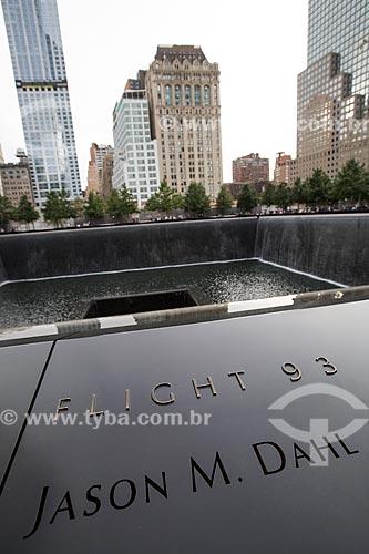 Detalhe de nome de uma das vítimas no Memorial Nacional do 11 de Setembro (Marco Zero do World Trade Center)  - Cidade de Nova Iorque - Nova Iorque - Estados Unidos