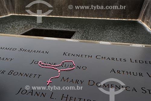 Detalhe de terço no Memorial e Museu Nacional do 11 de Setembro (Marco Zero do World Trade Center)  - Cidade de Nova Iorque - Nova Iorque - Estados Unidos