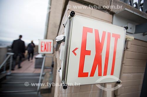 Placa indicando a saída no terraço do top of the rock - mirante do Rockefeller Center  - Cidade de Nova Iorque - Nova Iorque - Estados Unidos