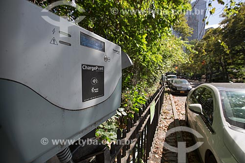 Ponto de abastecimento para veículos elétricos no Central Park  - Cidade de Nova Iorque - Nova Iorque - Estados Unidos