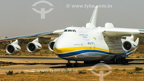 An-225 Mriya - maior avião de carga do mundo - no Aeroporto Internacional de Ouagadougou  - Ouagadougou - Província de Kadiogo - Burkina Faso