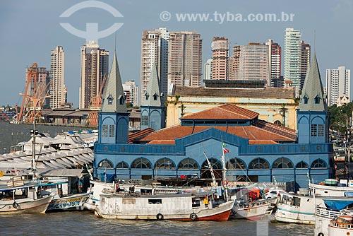 Mercado Ver-o-Peso (Século XVII) ao fundo edifícios no bairro Reduto  - Belém - Pará (PA) - Brasil