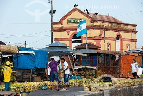 Frutas à venda na Feira do Açaí - Mercado Ver-o-peso  - Belém - Pará (PA) - Brasil