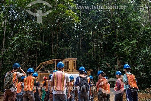 Técnicos do Instituto Floresta Tropical (IFT) fazendo curso de manejo florestal  - Paragominas - Pará (PA) - Brasil