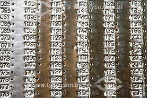 Detalhe de placas de alumínio para identificação de troncos  - Paragominas - Pará (PA) - Brasil