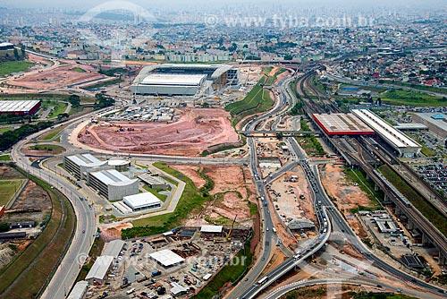 Foto aérea das obras próximas à Arena Corinthians com a Estação Corinthians-Itaqueta do Metrô de São Paulo à direita  - São Paulo - São Paulo (SP) - Brasil