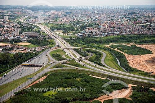 Trecho do Rodoanel Mário Covas no cruzamento com a Rodovia Castello Branco entre Osasco - à esquerda - e Carapicuíba - à direita  - Carapicuíba - São Paulo (SP) - Brasil