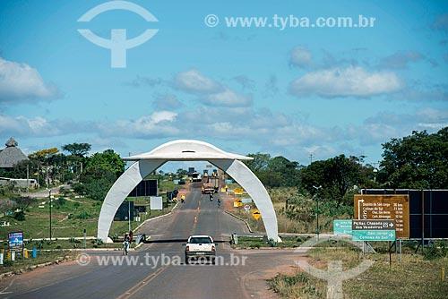 Pórtico em forma de disco voador na Rodovia GO-118 - entrada da cidade de Alto Paraíso de Goiás  - Alto Paraíso de Goiás - Goiás (GO) - Brasil