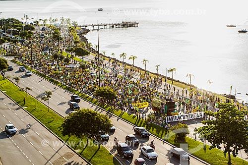 Manifestação contra a corrupção e pelo Impeachment para Presidenta Dilma Rousseff na Avenida Beira Mar Norte  - Florianópolis - Santa Catarina (SC) - Brasil
