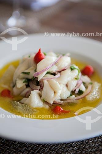 Detalhe de ceviche de peixe branco com lima-da-pérsia, pimenta biquinho e cebola roxa - Restaurante Pax Delícia  - Rio de Janeiro - Rio de Janeiro (RJ) - Brasil