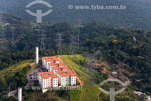 Foto aérea do conjunto residencial próximo à Serra da Cantareira e a Rodovia Fernão Dias (BR-381)  - São Paulo - São Paulo (SP) - Brasil