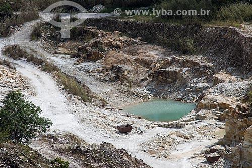 Vista geral da pedreira da Prefeitura de Pirenópolis - cujo principal componente de extração é o quartzo  - Pirenópolis - Goiás (GO) - Brasil