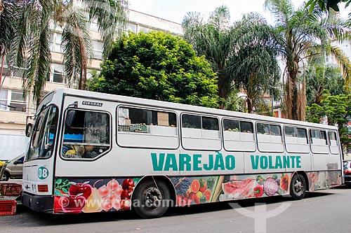 Varejão Volante - Ônibus utilizado como feira livre itinerante  - Rio de Janeiro - Rio de Janeiro (RJ) - Brasil