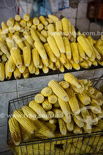 Detalhe de milhos à venda no Mercado Municipal Carlos de Pina  - Anápolis - Goiás (GO) - Brasil