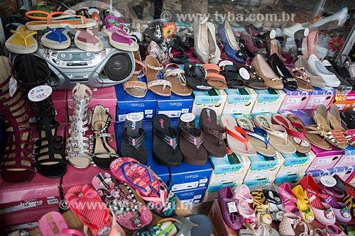Detalhe de calçados à venda  - Anápolis - Goiás (GO) - Brasil