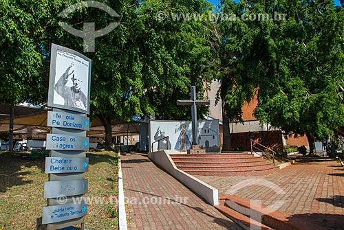 Cruzeiro na Praça Padre Donizetti - próximo ao Santuário de Nossa Senhora Aparecida  - Tambaú - São Paulo (SP) - Brasil