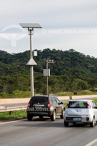 Painel solar fotovoltaico na Rodovia BR-060 no Km 123 - próximo à cidade de Goiânia  - Goiânia - Goiás (GO) - Brasil