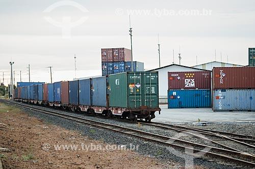 Transporte de contêiners no Porto Seco Centro-Oeste S/A  - Anápolis - Goiás (GO) - Brasil