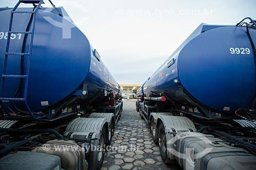 Caminhões-tanque para transporte de material químico no Distrito Agroindustrial de Anápolis  - Anápolis - Goiás (GO) - Brasil