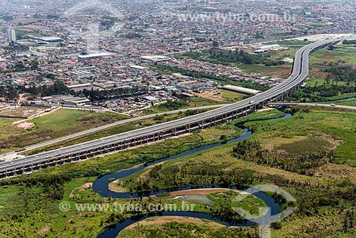 Trecho do Rodoanel Mário Covas - também conhecido como Rodoanel Metropolitano de São Paulo - entre Suzano e Poá com o Rio Tietê  - Suzano - São Paulo (SP) - Brasil