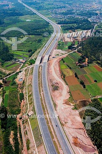 Foto aérea de trecho do Rodoanel Mário Covas - também conhecido como Rodoanel Metropolitano de São Paulo - próximo à Suzano  - Suzano - São Paulo (SP) - Brasil