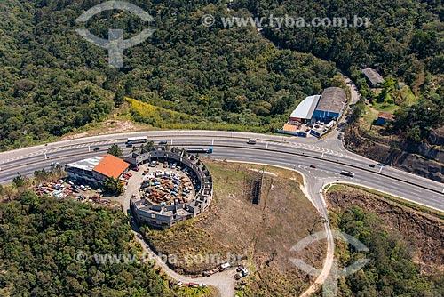 Ferro-velho às margens da Rodovia Fernão Dias (BR-381) entre as cidades de Mairiporã e Atibaia  - Mairiporã - São Paulo (SP) - Brasil