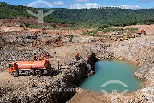 Obras do Reservatório Caiçara - parte do Projeto de Integração do Rio São Francisco com as bacias hidrográficas do Nordeste Setentrional  - Cajazeiras - Paraíba (PB) - Brasil
