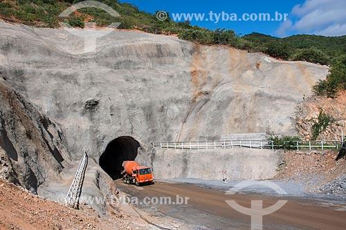 Saída do túnel Cuncas II - parte do Projeto de Integração do Rio São Francisco com as bacias hidrográficas do Nordeste Setentrional  - Cajazeiras - Paraíba (PB) - Brasil