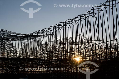 Armação de ferragens na obra da estação de bombeamento EBI-3 - parte do Projeto de Integração do Rio São Francisco  - Salgueiro - Pernambuco (PE) - Brasil
