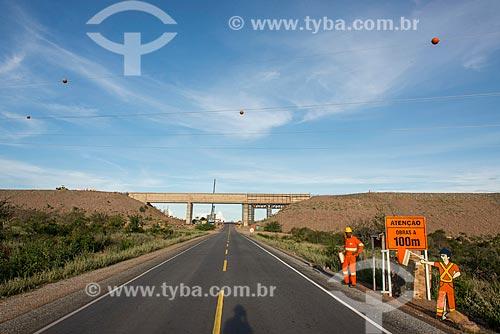 Aqueduto do projeto de Integração do Rio São Francisco sobre a Rodovia BR-232  - Floresta - Pernambuco (PE) - Brasil