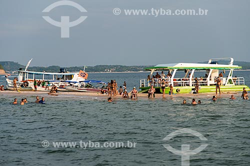 Banhistas na praia fluvial de Ponta do Caruru - visível apenas na época de seca  - Santarém - Pará (PA) - Brasil