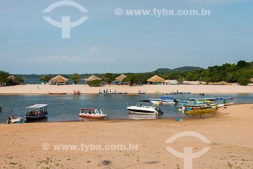 Barcos ancorados na orla da Praia de Alter-do-Chão  - Santarém - Pará (PA) - Brasil