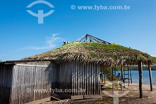 Quiosque com telhado feito com a palha da curuá-pixuna (Orbignya Pixuna)  - Santarém - Pará (PA) - Brasil
