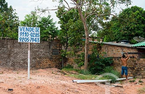 Placa de venda de propriedade no distrito de Alter-do-Chão  - Santarém - Pará (PA) - Brasil