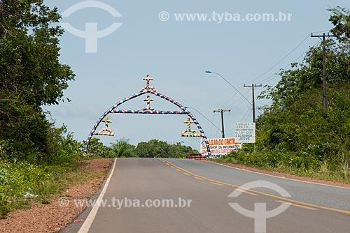 Pórtico em forma do Arco do Sairé no distrito de Alter-do-Chão  - Santarém - Pará (PA) - Brasil