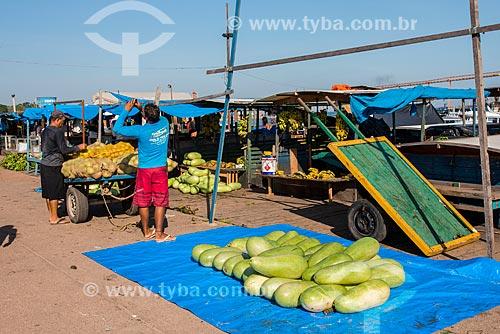 Melancia Charleston Gray à venda em feira livre às margens do Rio Tapajós  - Santarém - Pará (PA) - Brasil