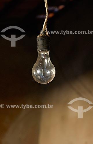 Detalhe de lâmpada em fazenda no distrito de Palmeirinha  - Unaí - Minas Gerais (MG) - Brasil