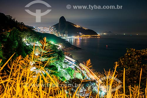 Vista do Elevado do Joá, favela da Rocinha e o Morro Dois Irmãos a partir do Mirante do Joá  - Rio de Janeiro - Rio de Janeiro (RJ) - Brasil