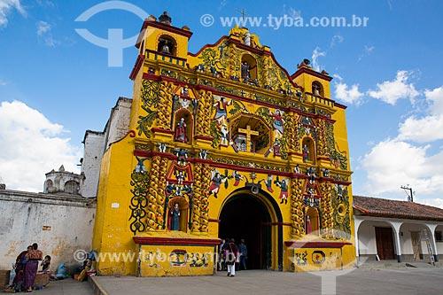 Igreja de San Andrés Xecul (Século XVI) - traz em sua fachada pinturas e esculturas das tradições maia e católica  - San Andrés Xecul - Departamento de El Quiché - República de Guatemala