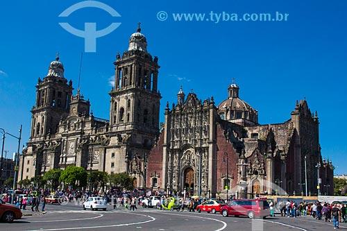 Vista da La Catedral Metropolitana de la Ciudad de México - a partir da Plaza de la Constitución (Praça da Constituição) - também conhecida como Zócalo  - Cidade do México - Distrito Federal - México