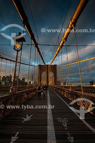 Pôr do sol na Ponte do Brooklyn (1883)  - Cidade de Nova Iorque - Nova Iorque - Estados Unidos