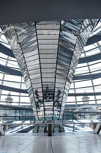 Interior da clarabóia na cobertura do Palácio do Reichstag (1894) - sede do Parlamento Alemão  - Berlim - Berlim - Alemanha