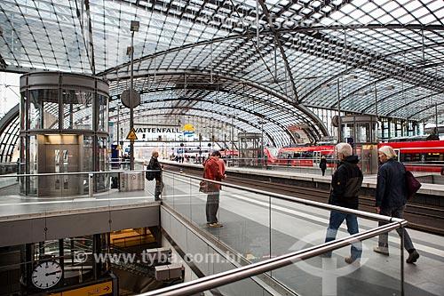 Interior da Estação Ferroviária Central de Berlim (Berliner Hauptbahnhof) - a maior estação ferroviária de interseção da Europa  - Berlim - Berlim - Alemanha