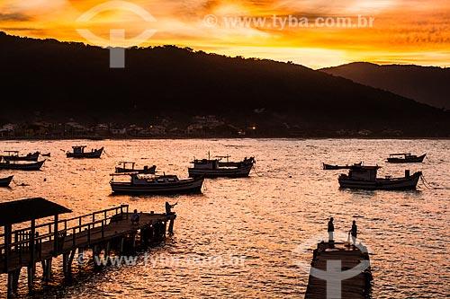 Pôr de sol na Ilha das Campanhas - Praia da Armação do Pântano do Sul  - Florianópolis - Santa Catarina (SC) - Brasil