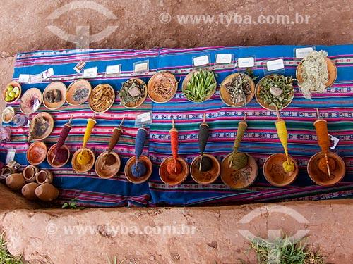 Ervas tradicionais usadas nas comunidades do Vale Sagrado para o tingimento do tecido  - Cusco - Departamento de Cusco - Peru