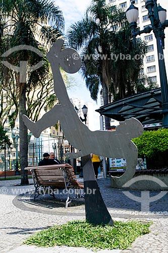 Passarela do Futebol (2010) na Praça General Osório - escultura em homenagem ao ex-jogador Leônidas da Silva  - Curitiba - Paraná (PR) - Brasil