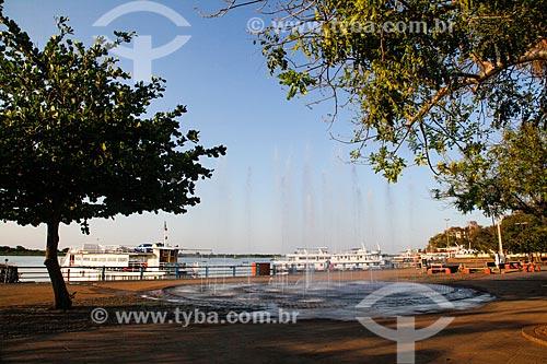 Fonte na orla do Porto Geral de Corumbá com o Rio Paraguai ao fundo  - Corumbá - Mato Grosso do Sul (MS) - Brasil