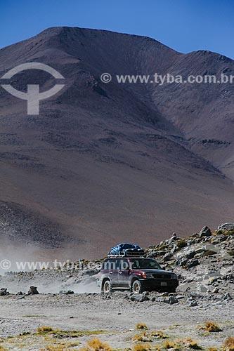 Carro no deserto próximo ao Salar de Uyuni  - Uyuni - Departamento Potosí - Bolívia