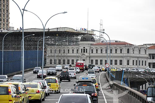 Tráfego no Elevado da Perimetral com o Palacete Dom João VI ao fundo  - Rio de Janeiro - Rio de Janeiro (RJ) - Brasil